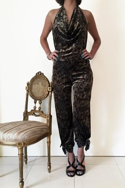 Animal print jumpsuit for tango events and chic looks #velvettangooutfit #tangoattire #tangocostume #argentinetango