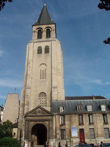 Église de Saint Germain des Prés, Paris.. Ricostruita fra il 1014 e il 1163, dopo essere stata saccheggiata e incendiata dai Normanni. Dell'antica abbazia potente e ricchissima, rimane solo la chiesa, una delle prime in stile gotico nella città di Parigi. Già nell'XI secolo vi era un importante scriptorium e  rimase un centro della vita intellettuale cattolica francese sino alla Rivoluzione.