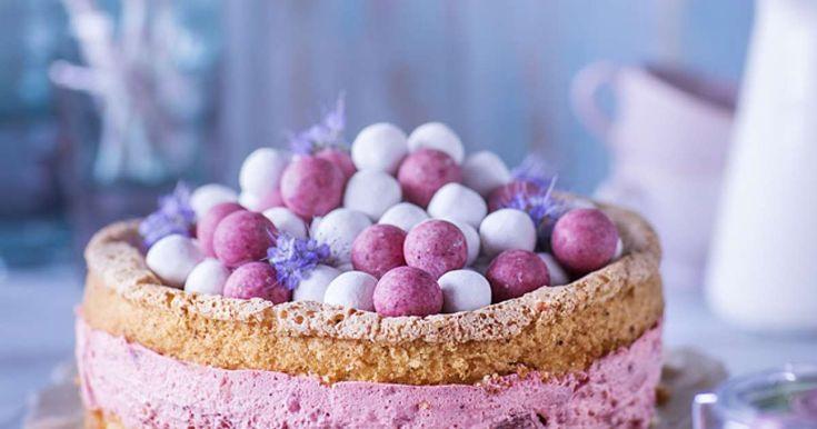 Mansikkajuustokakku tehdään pakastemansikoista. Kakku on paitsi kaunis myös raikas ja mehukas.