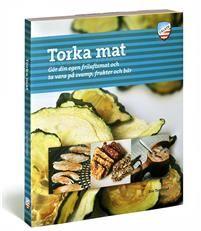 Den här boken går metodiskt igenom beprövade tekniker och tillvägagångssätt för att nå bästa resultat när du torkar olika råvaror om det nu är för att sedan göra egen friluftsmat eller för att bevara köksträdgårdens grödor.Du får veta hur du torkar allt från det enklaste: frukter, rotsaker och svampar, till mer avancerade livsmedel som fisk, ägg, kött och kyckling. Boken visar också hur du gör egna energikakor, beskriver hur du kan bygga din egen mattork och ger recept på friluftsmat som…