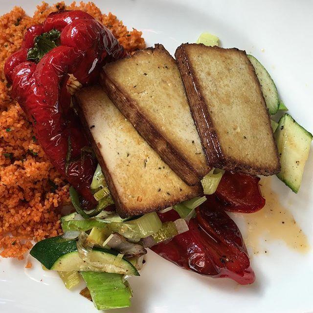 Couscous with grilled red pepper, pan roasted leek, zucchini and smoked tofu  #vegan #vegansofig #veganfoodshare #veganfood #veggies #veganism #veganlife #vegetarian #veganfoodporn #vegansofinstagram #veganlifestyle  #foodgasm #foodie #foodporn #food #yummy #eat #eating #eathealthy #eatvegan #eatclean #cleaneating #nutrition #crueltyfree #austrianblogger #whatveganseat #govegan #plantbased #veganfitness #hclf  Yummery - best recipes. Follow Us! #veganfoodporn