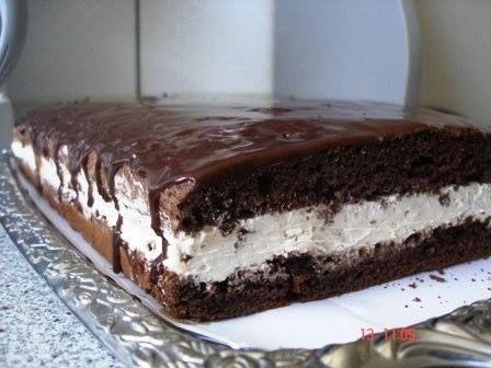 Prajitura cu crema de ciocolata alba Ingrediente Ingrediente pentru blat: - 6 oua - 200 gr de zahar - 40 ml apa - 40 ml de ulei - 3 linguri