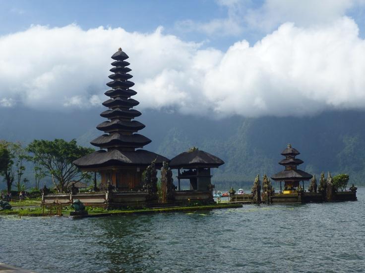 Temple sur l'eau, Bali, Indonesia
