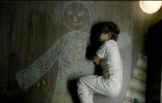 This is an Iraqi boy in an orphanage.. who drew his mother and slept in her arms. Heartrending!: Mothers, Floor, Orphanage Drew, Slept, Pictures, Boys Who, Drawing