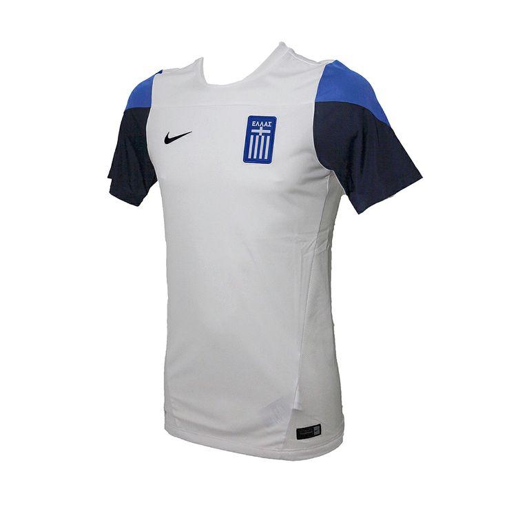 Η μπλούζα της εθνικής ομάδας από τη ΝΙΚΕ, λευκή με λεπτομέρειες σε σκούρο μπλε και ανοιχτό μπλε χρώμα. Φέρει το εθνόσημο και δικτυωτό ύφασμα στο πλάι, για να αναπνέει το δέρμα. Είναι κατασκευασμένη με τεχνολογία Dri-Fit, για απομάκρυνση του ιδρώτα.