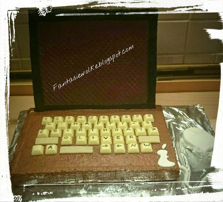 Hallo meine Lieben,   Ich durfte einem Computer Fan eine Freude machen- welche? na klar einen Laptop Kuchen....   Eine kleine Herausforderu...