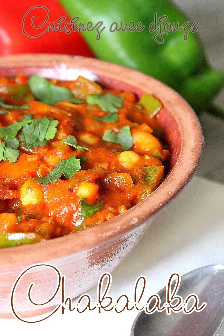 Chakalaka, une recette sud africaine colorée et épicée, une sauce savoureuse à base de poivrons, tomates, oignons et haricots. Préparé sans viande,