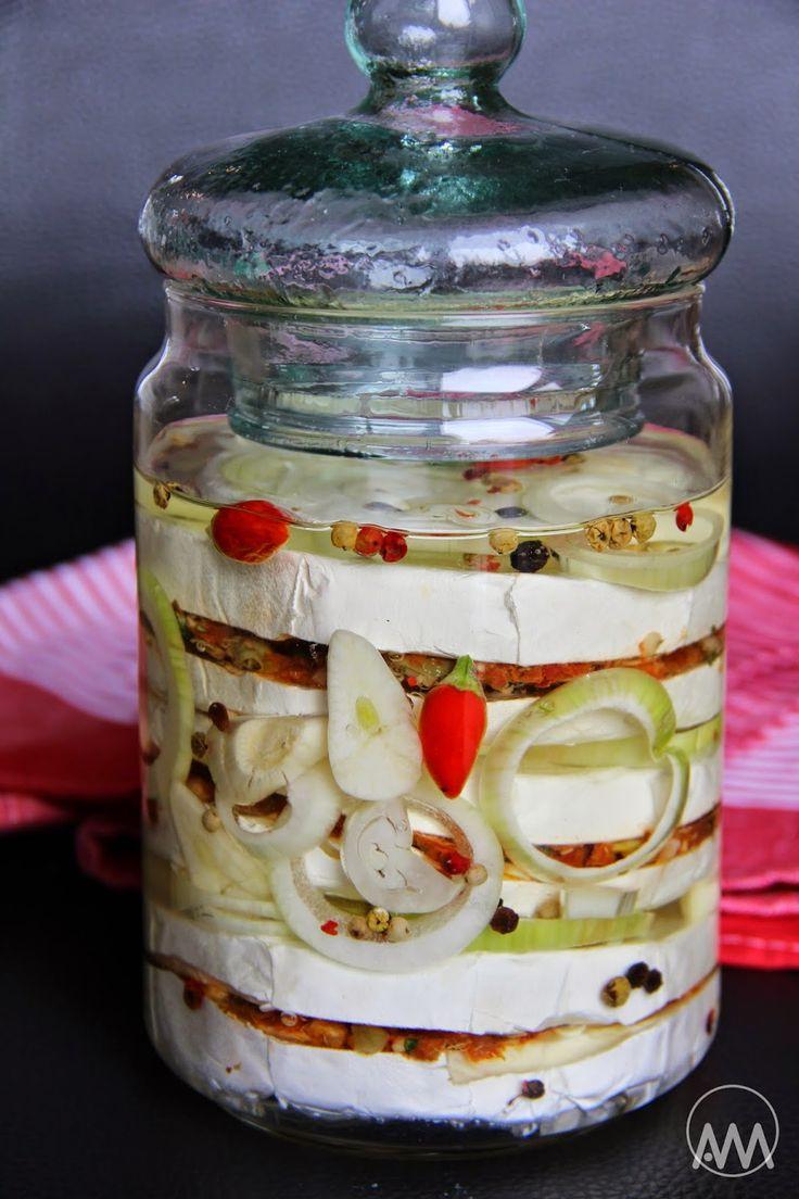 V kuchyni vždy otevřeno ...: Nakládaný hermelín se sušenými rajčaty