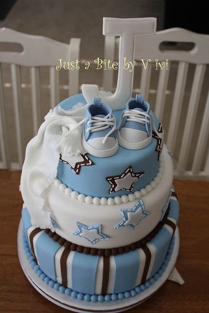 SNEAKERS ALL STAR BABY SHOWER CAKE ... This is one of my favorites! Super cute but i would use navy blue instead of brown and obviously a K on top ❤️
