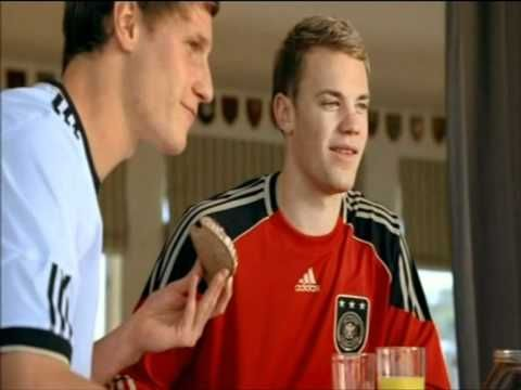 Nutella Werbung lustig Mesut Özil, Manuel Neuer, Mats Hummels und Benedikt Höwedes DFB Fußball - YouTube
