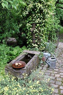 Fontaine dans le jardin                                                                                                                                                                                 Plus
