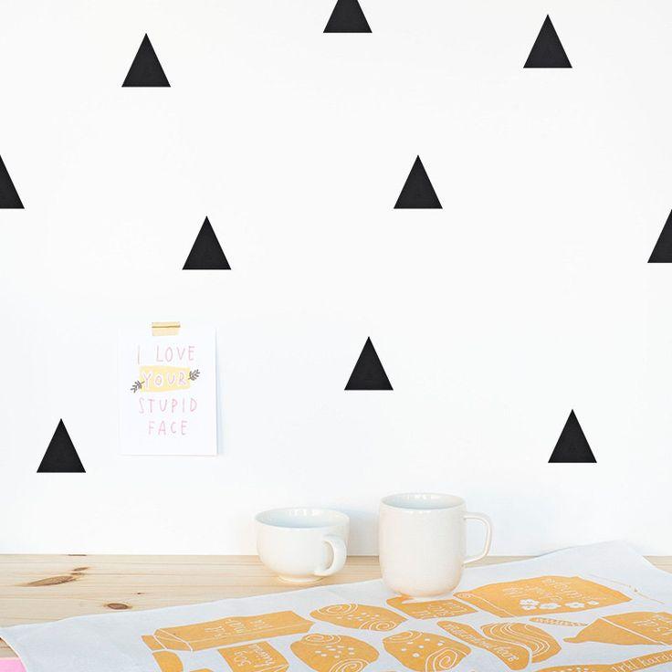 Triángulos Vinilo decorativo / Triángulos vinilo para paredes / Triángulos vinilo decorativo / Decoración habitación / Vinilos niños de MadeofSundays en Etsy https://www.etsy.com/es/listing/183078144/triangulos-vinilo-decorativo-triangulos