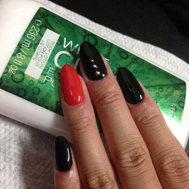赤×黒ネイル #ネイル#ジェルネイル#セルフネイル#シンプルネイル#綺麗に塗れた#ネイルコレクション