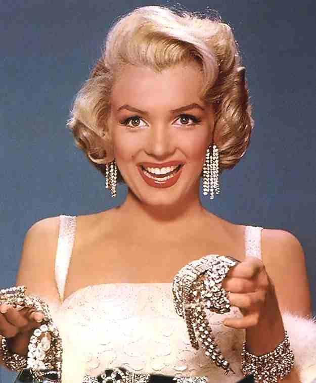 Marilyn Monroe said diamonds are a girl's best friend.: Marilyn Monroe, Normajean, Best Friends, Girls Generation, Diamonds, Bestfriends, Wall Murals, Norma Jeans, Beautiful People