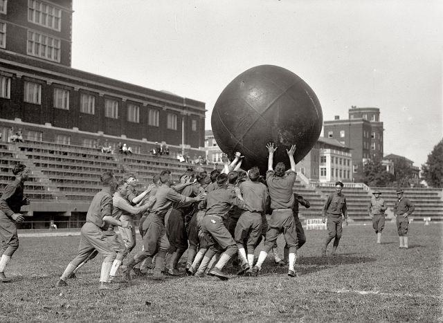 Матч по пушболу на центральном стадионе Вашингтона, 1923 год.