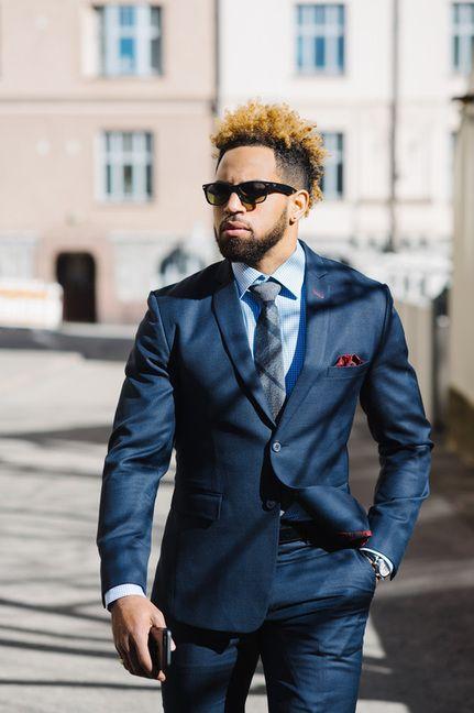 Beautiful dark blue bird's eye suit. Perfect for business. Pictures By Studio LUQ @luqstudio #helsinki #tampere #puku #muoti #tyyli #miestenpukeutuminen #pukeutuminen #puvut #räätälistudio