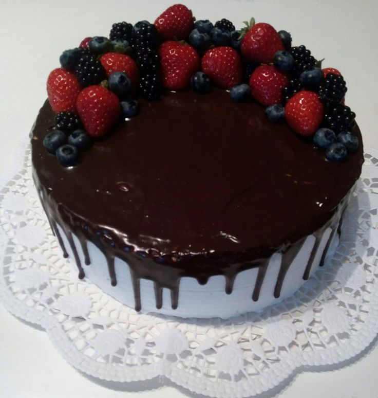 Bezlepkový drip cake s ovocem Gluten - free drip cake