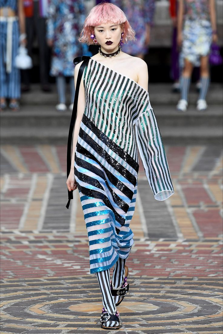 Sfilata Kenzo Parigi - Collezioni Primavera Estate 2018 - Vogue