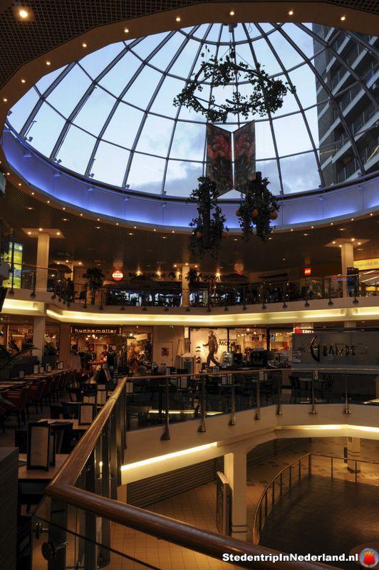 Zoals eerder benoemt is Heerlen een hele leuke winkelstad als je van shoppen houd dan ben je hier in de juiste stad Heerlen kent veel kleine winkels en veel grote winkelketens alles is te vinden in Heerlen.