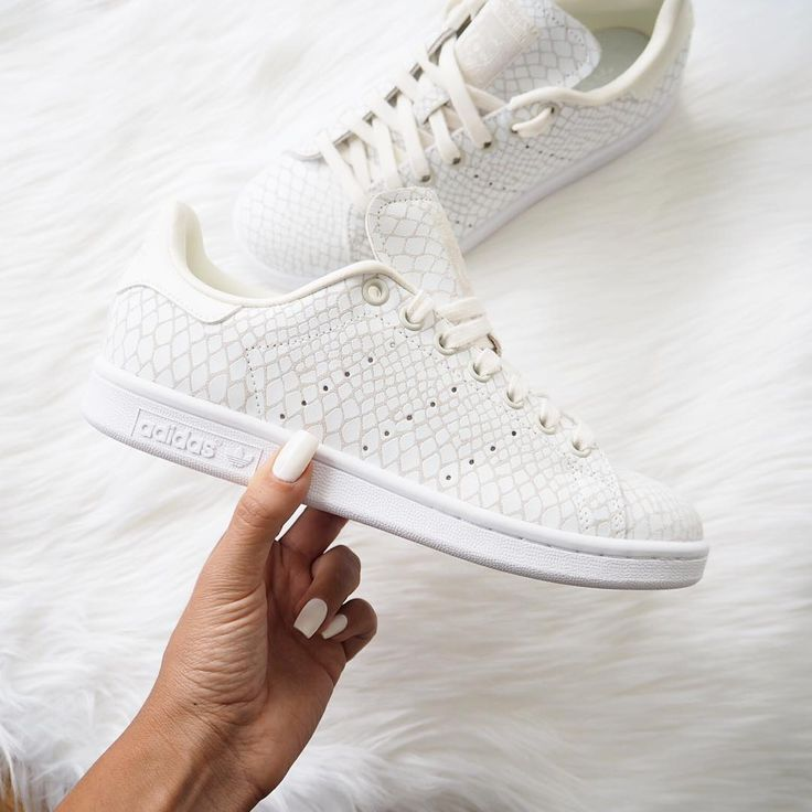 Stan Smith blanches                                                                                                                                                                                 Plus