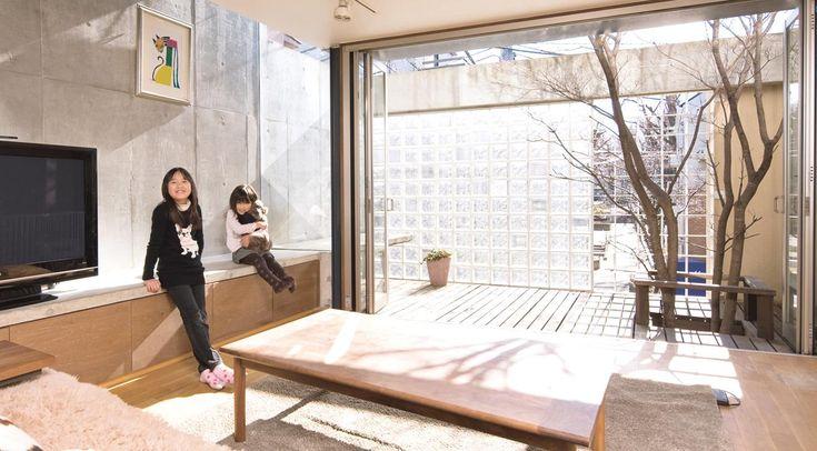 時間と光の変化を楽しむ空間で、子ども達がのびのび育つ家。 施工例のご紹介 ガラスブロックによる住宅施工例のご紹介 Glacia(グラシア)