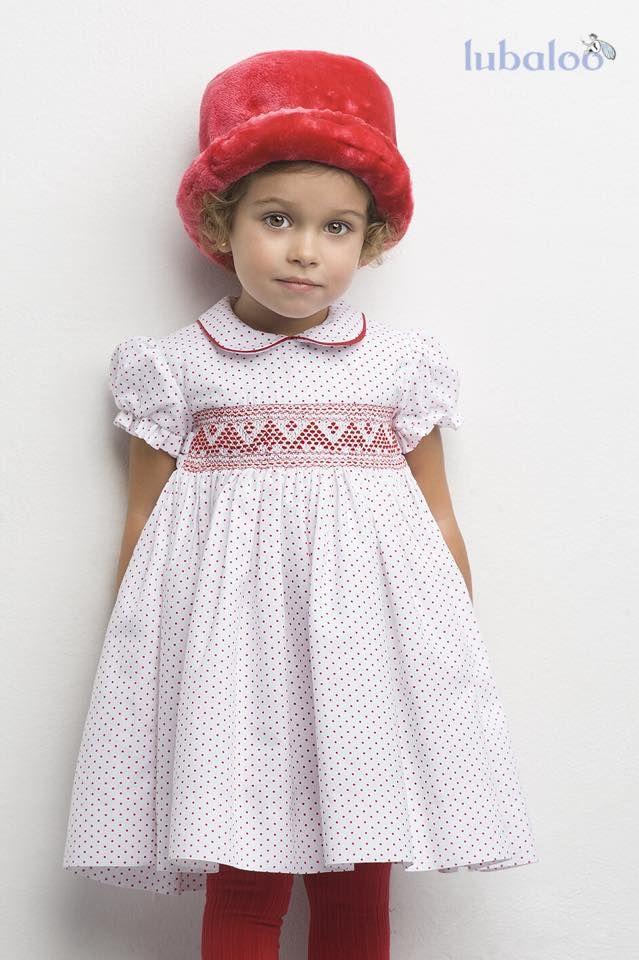 Vestido de nido bordado a mano y en viyela, modelo Venezuela. Saca el lado más coqueto de tu niña con este vestido y complementos en rojo. #FashionKids #Niña #Dress