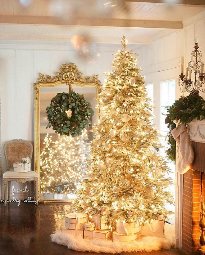 French Christmas Decor. Mirror reflecting Christmas tree and decorated with wreath. French Christmas Decor #FrenchChristmas #FrenchChristmasDecor #Christmasdecor French Country Cottage via Instagram @frenchcountrycottage