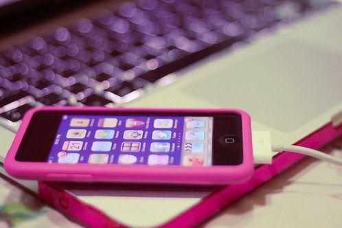 Imagen de pink, iphone, and laptop