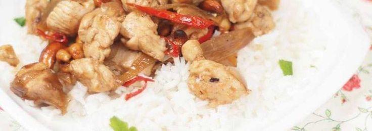 Pikantny kurczak po tajsku z orzechami