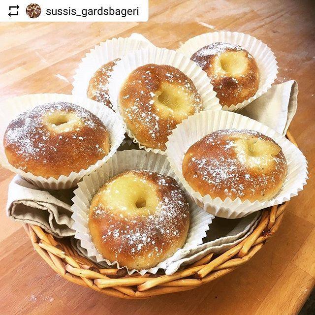 #Repost @sussis_gardsbageri with @instatoolsapp  Nygräddade äppelbullar  härinne i bageri och café är det varmt och skönt kaffe finns färdigt. Trevlig helg!