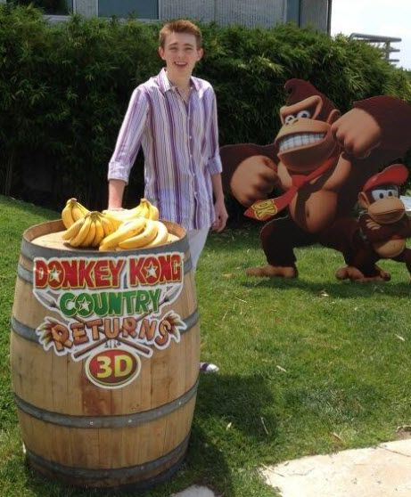 Dylan Riley Snyder Had Fun At Nintendo's Donkey Kong Country Returns 3D Party