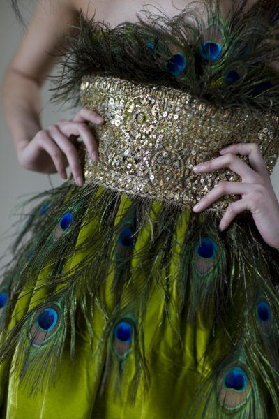 peacock couture : Peacock Feathers, Fashion, Peacocks, Peacock Dress, Feather Dress, Wedding Ideas, Green, Dresses, Costume