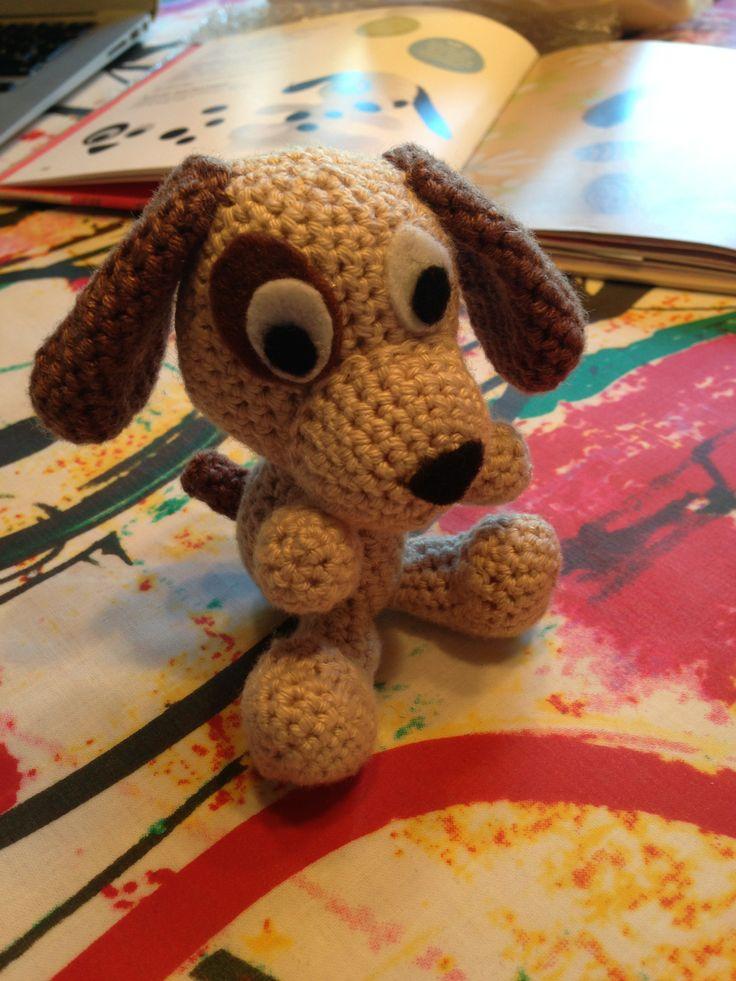 My 12th crochet project. Yet another dog, but this time, it has a brown eye. The 3th animal for my mobile for a baby. ~~~~~~~ Mit 12. hækle projekt. Endnu en hund, men denne gang med et brunt øje. Mit tredje dyr til min babyuro.