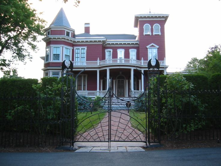 #1 The Great and Terrible House of King - Top 16 Geeky Halloween Houses from the Homes of Geek Gods