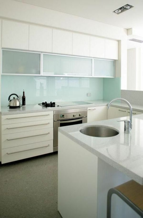 25 beste idee n over fliesenspiegel glas op pinterest tafellack malkreide en k che kreativ. Black Bedroom Furniture Sets. Home Design Ideas