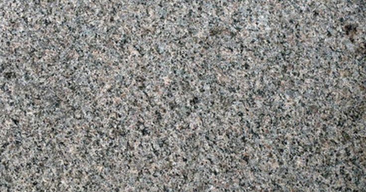 Cómo eliminar manchas de óxido del granito . Los bloques de granito pueden parecer impenetrables, pero se pueden manchar. La piedra natural es bastante porosa; cuando el líquido volcado penetra en los poros del granito ocasionalmente deja una mancha al evaporarse. El óxido y otras manchas son relativamente fáciles de eliminar. Pero restregar la superficie del granito probablemente no sea ...