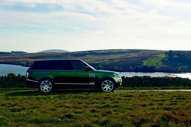 Hãng Land Rover đã công bố kế hoạch đưa phiên bản đặc biệt Holland & Holland của dòng SUV hạng sang Range Rover nổi tiếng đến thị trường Mỹ. Với giá bán khởi điểm lên đến 244.500 USD, Holland & Holland là dòng Range Rover đắt nhất trên thị trường hiện nay. Đồng thời, Holland & Holland Range Rover cũng là một trong những mẫu SUV hạng sang xa xỉ nhất trên thế giới.