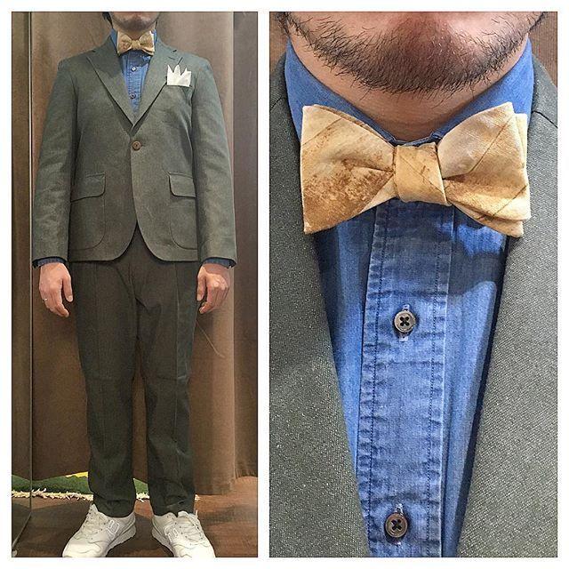 green denim suit.  グリーンデニムのスリーピースにデニムシャツ。  木目柄のイエロー蝶ネクタイで。 . . .  オーダーメイド製品はlifestyleorderへ。 . . .  all made in JAPAN . . .  素敵な結婚式の写真を@lso_wdにアップしました。  wedding photo…@lso_wd womens...@lso_andc  #ライフスタイルオーダー#オーダースーツ目黒#結婚式#カジュアルウエディング#ナチュラルウエディング#レストランウエディング#結婚準備#新郎衣装#新郎#プレ花嫁#メンズファッション#スナップ#デニム  #lifestyleorder#japan#meguro#photooftheday#instagood#wedding#tailor#snap#mensfashion#menswear#follow#ootd#denimsuit#denim#snap