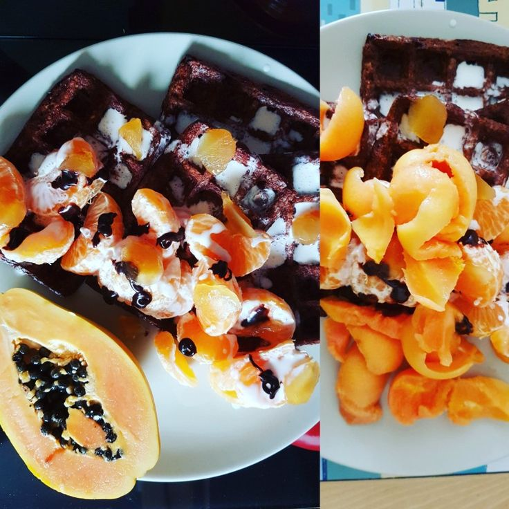 Chocolate orange waffles  HEb oats, 175g Alpro almond yogurt (1 syn), 2tsp choc orange #chocshot (1 syn), 2 tsp Orgran egg replacer + 60ml water - adapted from recipe on #pinchofnom #pinchofnomwaffles  1tbsp @alpro cream (1 syn) + 1tsp choc shot + clementine, stem ginger and papaya to serve 🌱💞 5 syns without the ginger