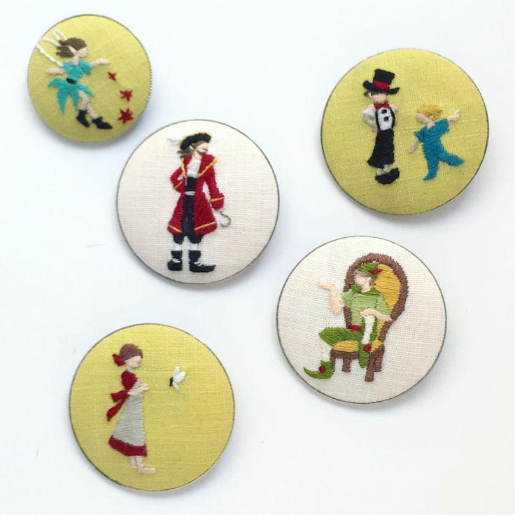 いいね!313件、コメント2件 ― annas/アンナスさん(@annastwutea)のInstagramアカウント: 「ピーターパン 「annasの小さな刺しゅう図案」より ・ フック船長は正直難しかった(笑)でもどれもお気に入り。 ・ ・ #刺繍 #手刺繍 #ピーターパン #フック船長 #ティンカーベル…」