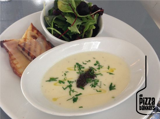 Zuppa | cauliflower, truffele tapenade #depizzabakkers