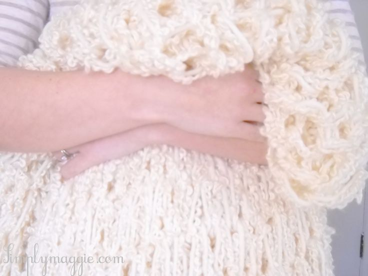 DIY Arm knit a blanket in an hour! Definite weekend project! Her tutorials are great!