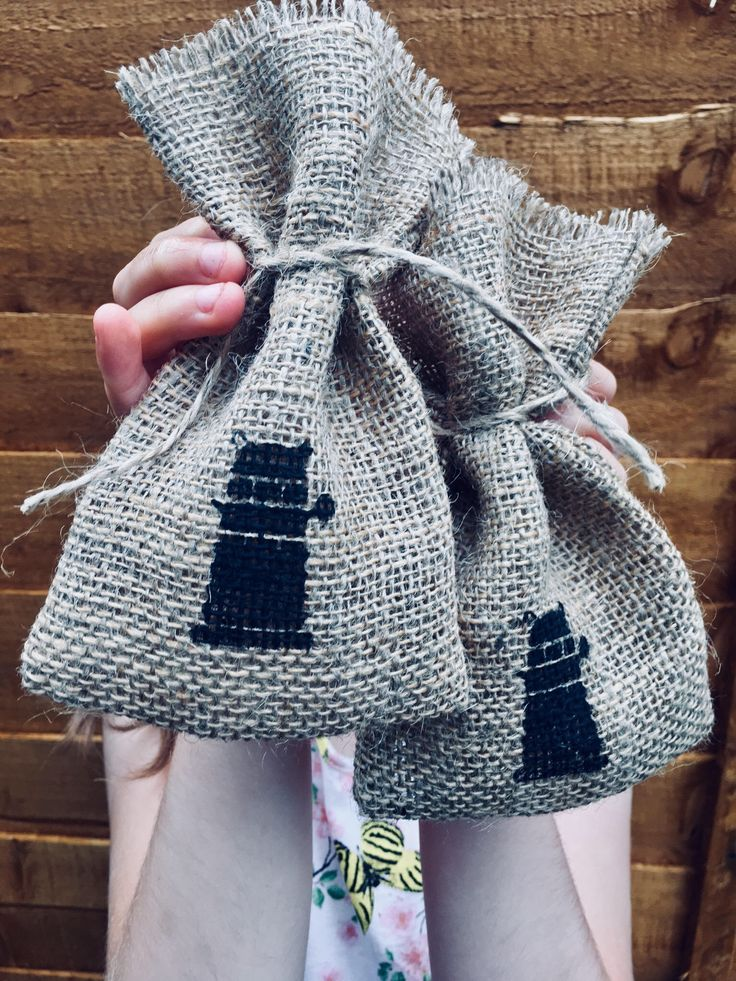 Small Rustic Hessian Burlap Doctor Who Dalek Geek Wedding Birthday Party Gift Bags Pouches W9 x H15cm (3.5″ x 6″)