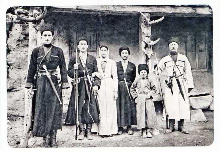 Семья таубия Суншева. Хуламо-Безенгийское ущелье. 1916