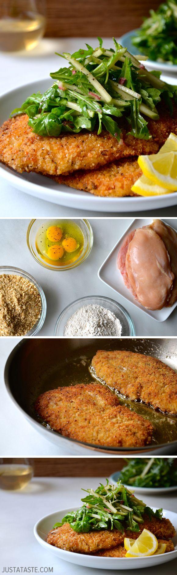Milanesa de pollo empanizada con ensalada de espinacas