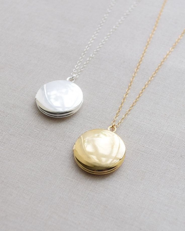 Classic Round Locket Necklace | It's so simple it's adorable