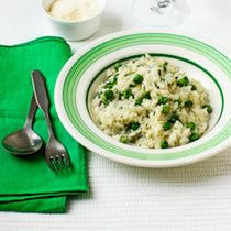 This asparagus risotto recipe is made in the Crockpot. This Crockpot risotto is a great make-ahead meal. Just dump the ingredients for the slow cooker risotto, roasted the asparagus, then put it all together. This Crockpot risotto tastes as creamy and rich as if you stirred the risotto on the stove.