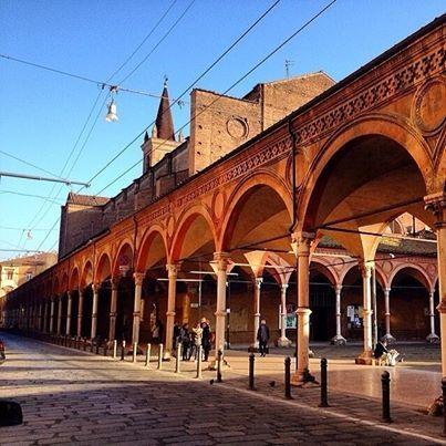 Bologna, il portico di Santa Maria dei Servi, foto di @ formasca
