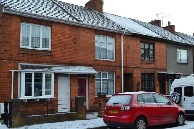 3 bedroom terraced house for sale - Crescent Road, Hugglescote, Leicestershire Full description           ** A SPACIOUS MID TERRACE HOME BENEFITTING FROM UPVC DOUBLE GLAZING WITH FURTHER MODERNISATION REQUIRED. ** EPC rating G. SINCLAIR ESTATE AGENTS are pleased to offer this terraced home having scope for improvement and offered with no upward chain. The accommodation... #coalville #property https://coalville.mylocalproperties.co.uk/property/3-bedroom-terraced-house-for-s