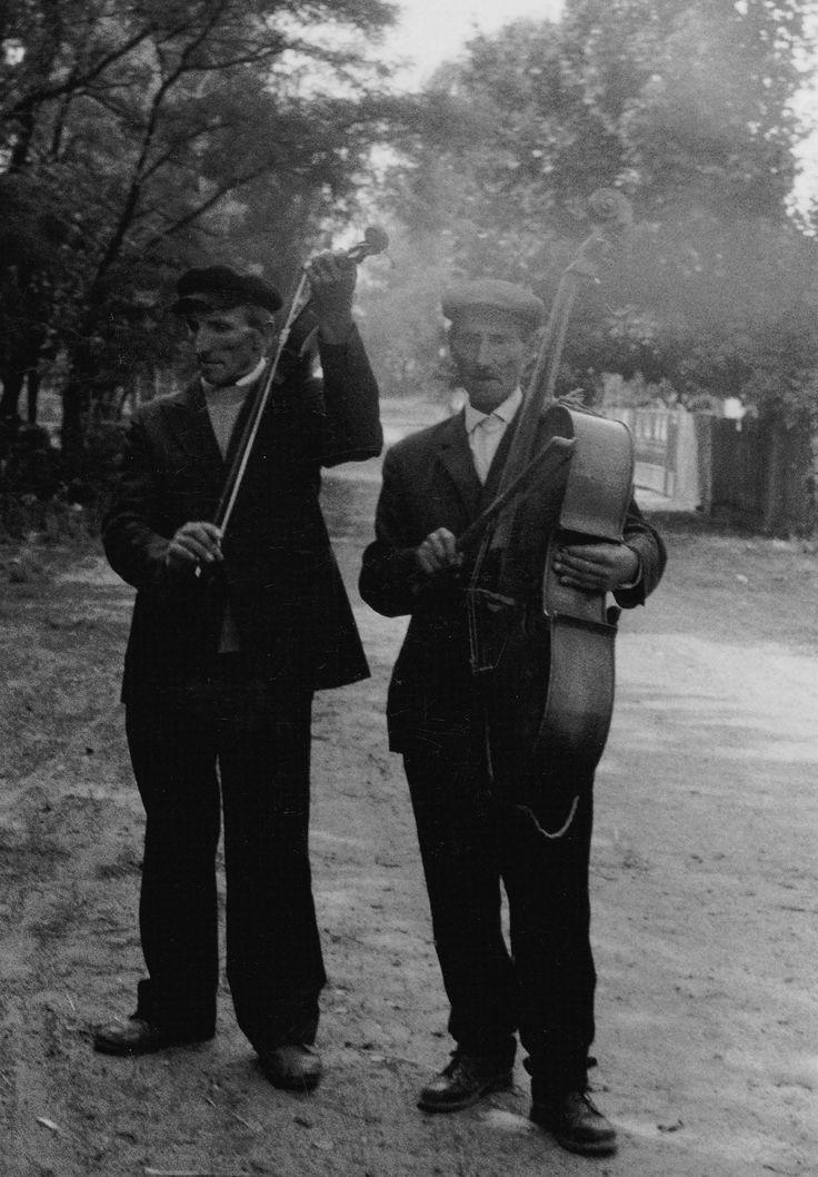 """""""Wacław Rogulski i Stanisław Zieja, radomskie 1986 r."""" Fot. Andrzej Bieńkowski. Ze strony: http://andrzejbienkowski.blox.pl/2015/01/Fotografie-terenowe.html"""